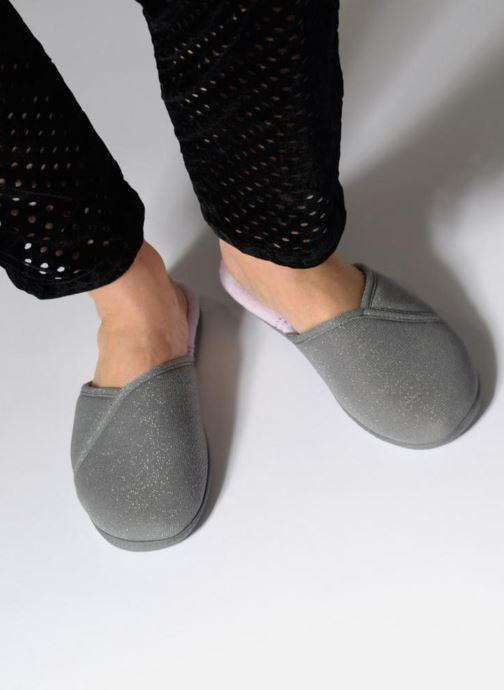 Slippers Isotoner Mule semelle ergonomique Grey view from underneath / model view