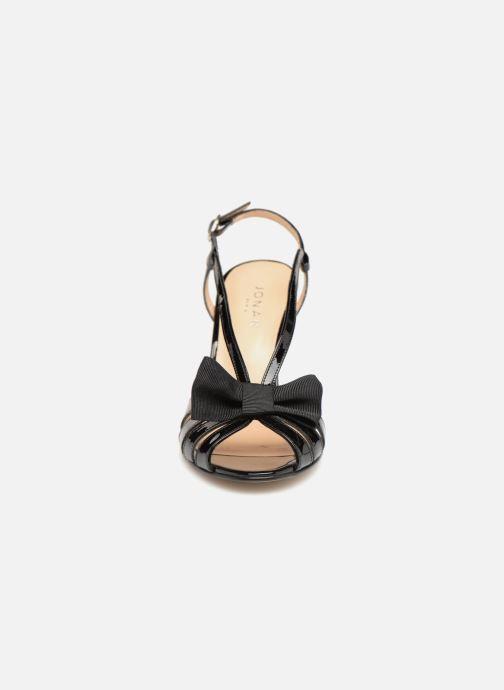Sandali e scarpe aperte Jonak DAVIS BIS Nero modello indossato