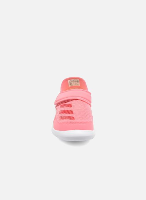 Sandalias adidas performance Fortaswim C Rosa vista del modelo