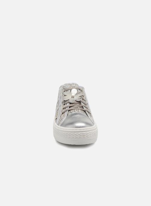 Sneakers Primigi Dida Argento modello indossato