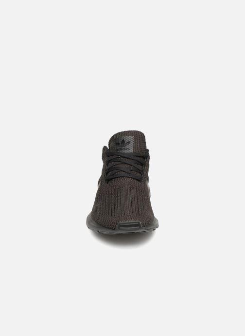 Sneaker adidas originals Swift Run J schwarz schuhe getragen