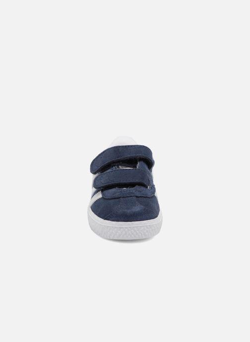Sneakers adidas originals Gazelle Cf I Azzurro modello indossato