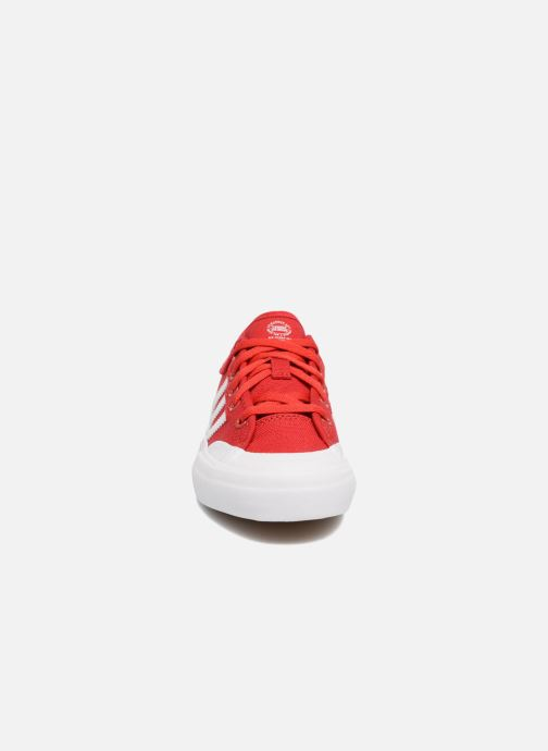 Deportivas adidas originals Matchcourt J Rojo vista del modelo