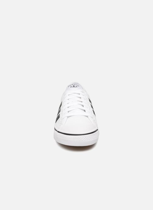 Baskets adidas originals NIZZA Blanc vue portées chaussures