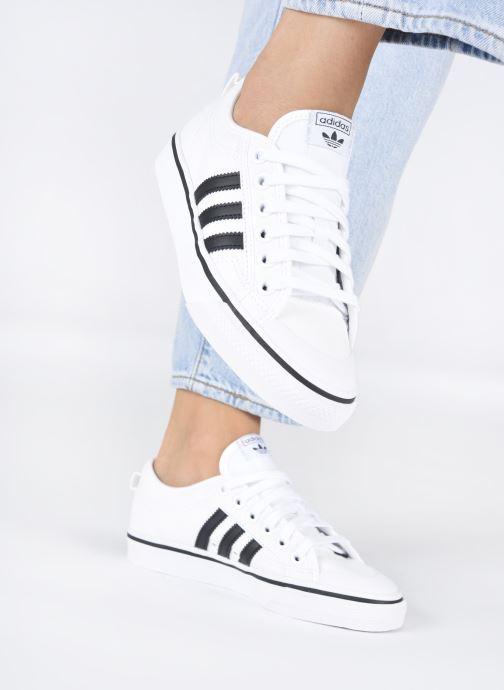 Baskets adidas originals NIZZA W Blanc vue bas / vue portée sac