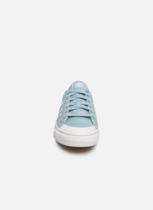 Baskets adidas originals NIZZA W Bleu vue portées chaussures