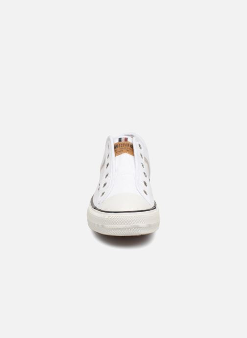 Sneakers Mustang shoes Bramanda Bianco modello indossato