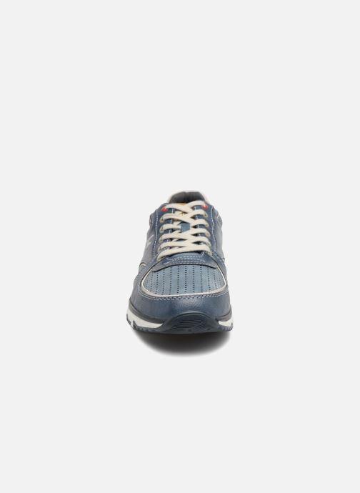 Sneakers Mustang shoes Vlois Azzurro modello indossato