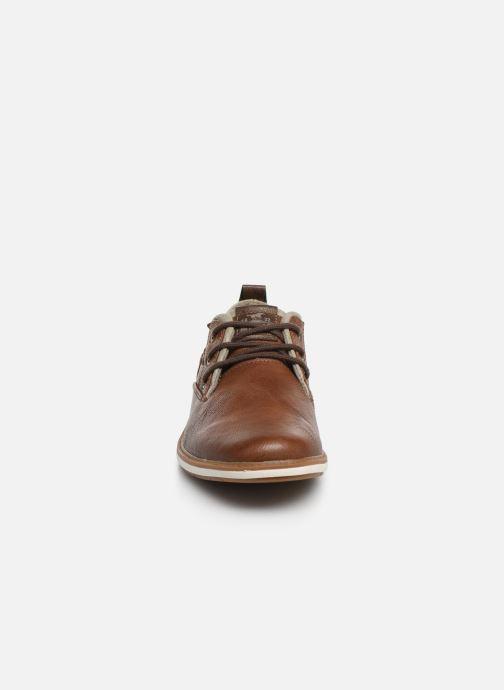 Scarpe con lacci Mustang shoes Pasou Marrone modello indossato