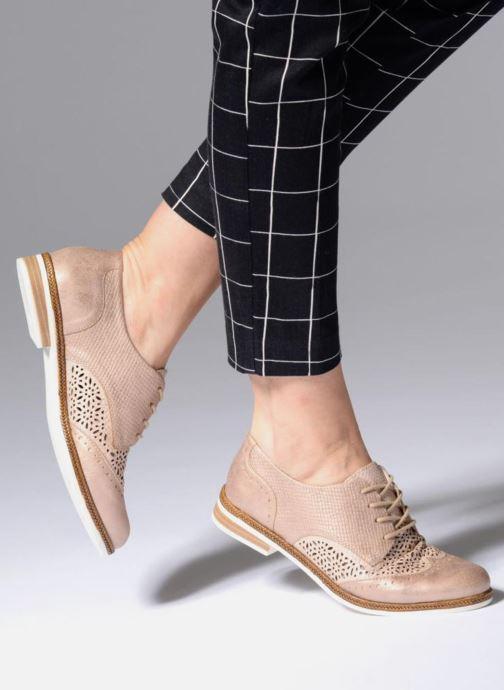 Chaussures à lacets Remonte Isa D2601 Beige vue bas / vue portée sac