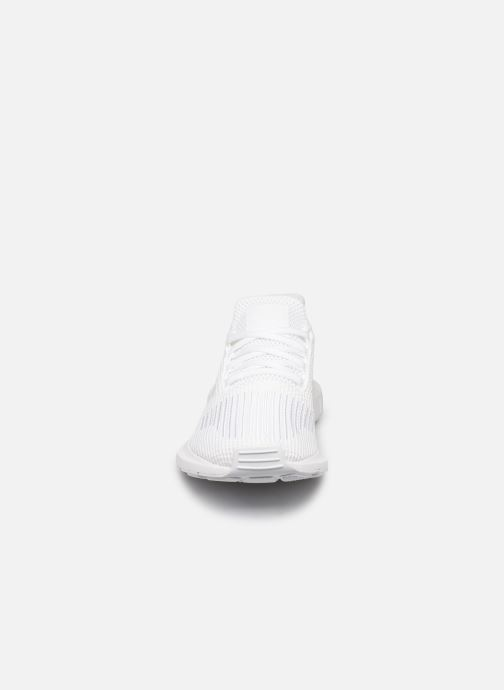 Baskets adidas originals Swift Run Blanc vue portées chaussures