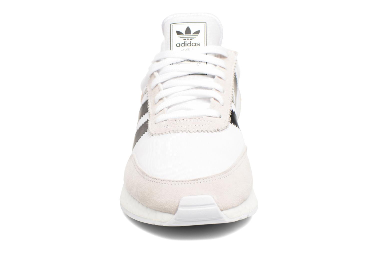 Baskets Adidas Originals I-5923 M Blanc vue portées chaussures