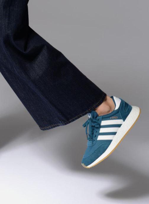 Sneaker Adidas Originals I-5923 W blau ansicht von unten / tasche getragen