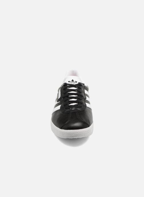 Sneaker adidas originals Gazelle Super Essential schwarz schuhe getragen