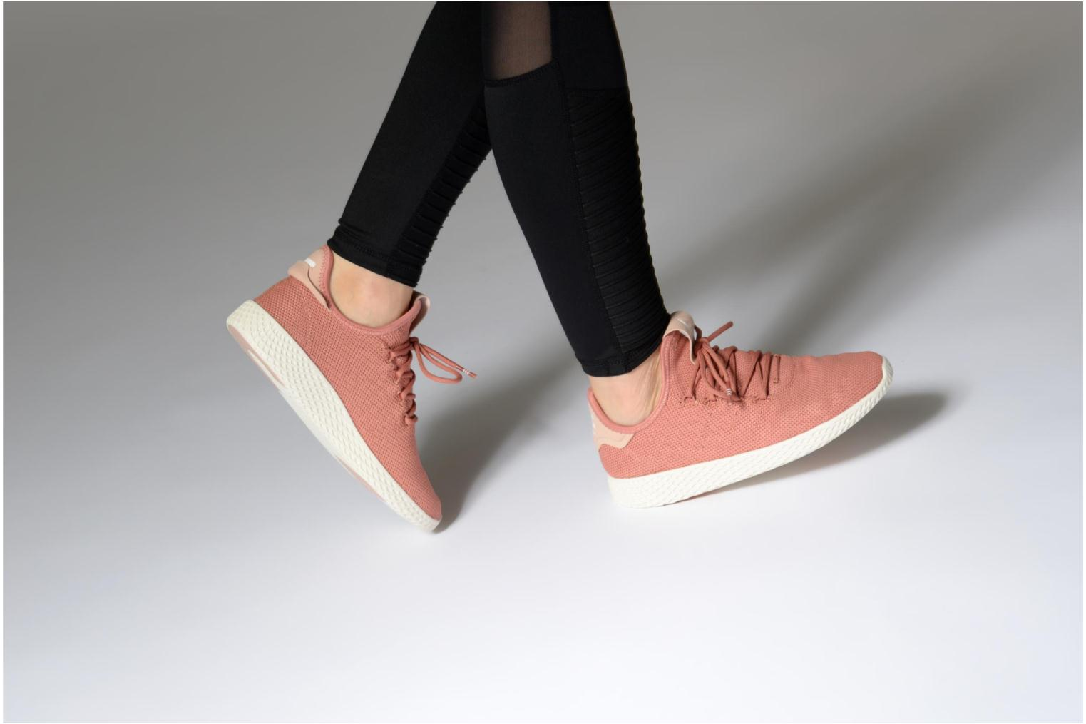 Baskets Adidas Originals Pharrel Williams Tennis Hu W Rose vue bas / vue portée sac
