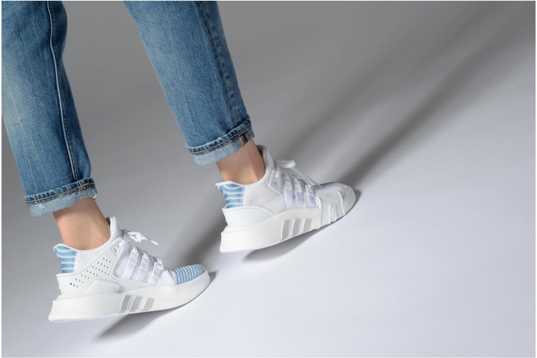Baskets Adidas Originals Eqt Bask Adv W Blanc vue bas / vue portée sac