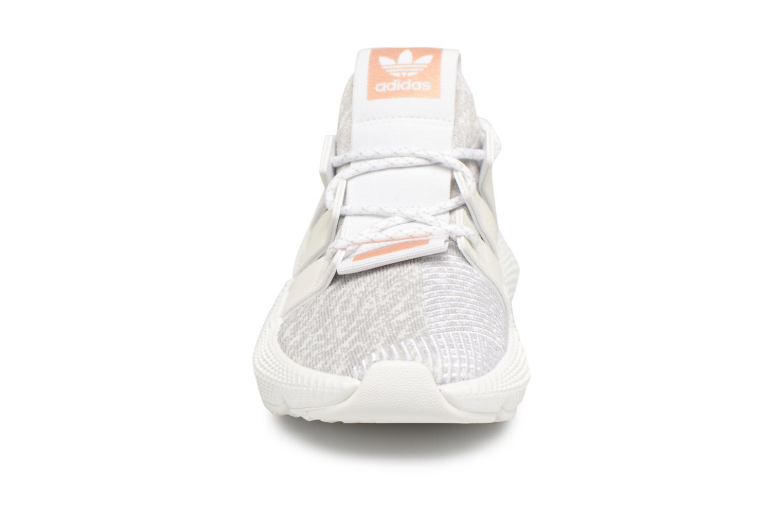 Baskets Adidas Originals Prophere W Blanc vue portées chaussures