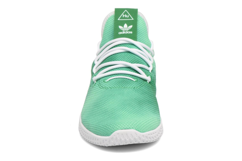 Sneakers Adidas Originals Pharrell Williams Hu Holi Tennis Hu Verde modello indossato