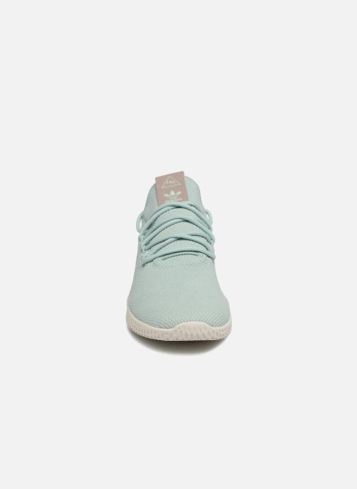 Sneaker adidas originals Pharrel Williams TennisHu W blau schuhe getragen