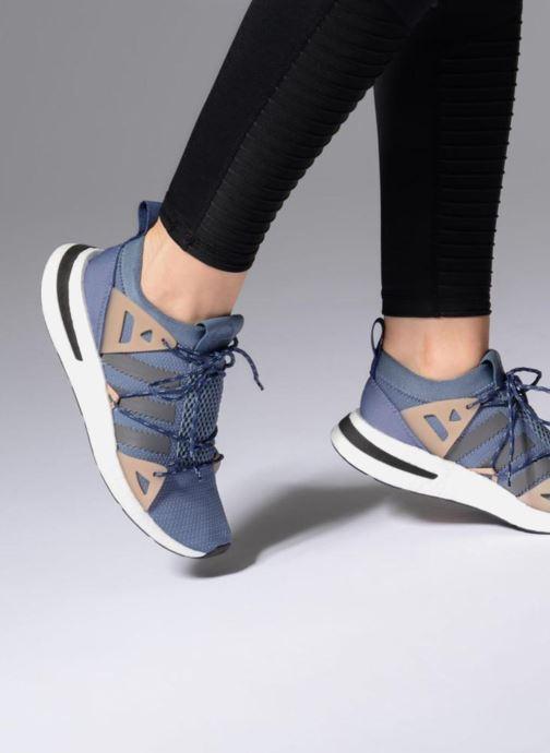 Baskets adidas originals Arkyn W Bleu vue bas / vue portée sac