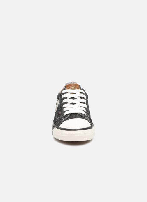 Baskets Mustang shoes Miro Noir vue portées chaussures