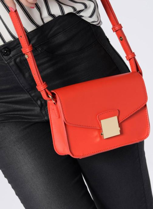 Handtaschen Georgia Rose Juliette rot ansicht von unten / tasche getragen