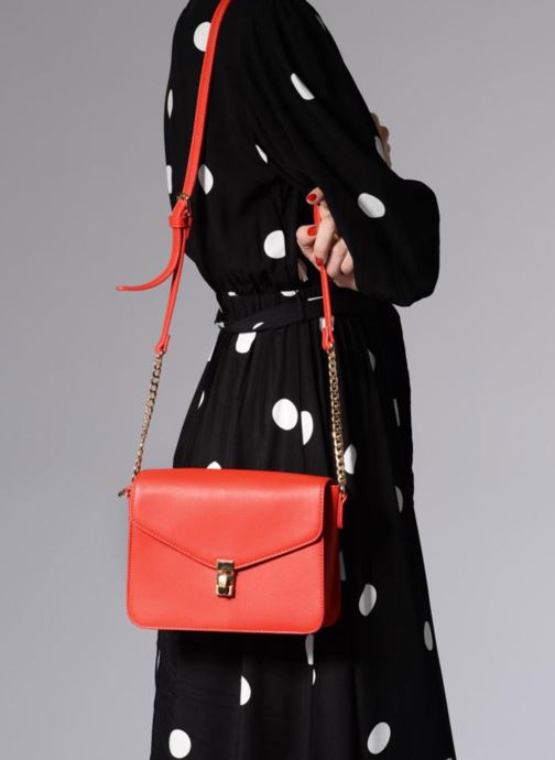 Handtaschen Georgia Rose Justine rot ansicht von unten / tasche getragen