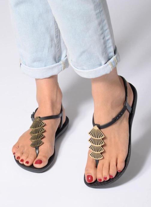 Sandales et nu-pieds Ipanema Class Glam II Noir vue bas / vue portée sac