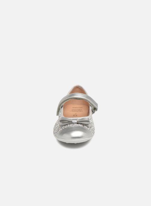 Ballerines Geox J Plie' A J8255A Argent vue portées chaussures