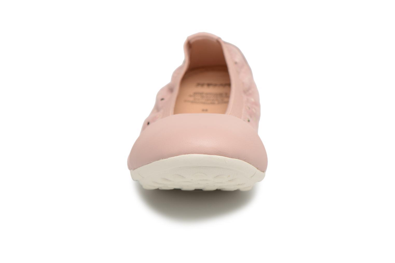Ballerines Geox J Piuma Bal A  J82B0A Rose vue portées chaussures