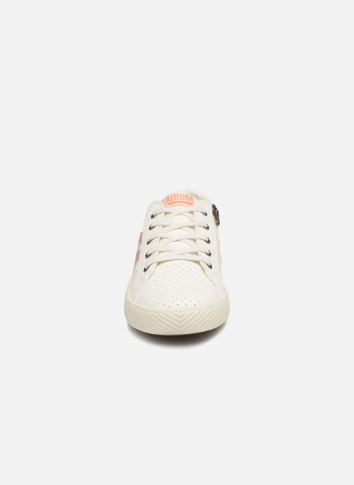 Sneakers Palladium Plflame Low S K Bianco modello indossato