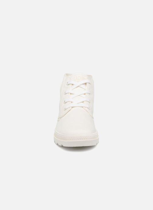 Sneakers Palladium Pampa Free Cvsw Beige modello indossato