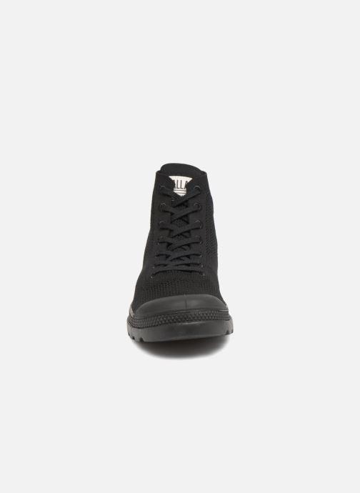 Sneakers Palladium Pampa Lite KN U Nero modello indossato