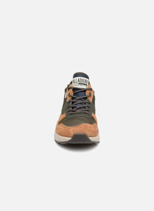 Sneakers Palladium Axeon Army R M Marrone modello indossato
