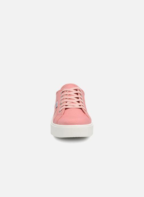 Sneakers Victoria Basket Lona Rosa modello indossato