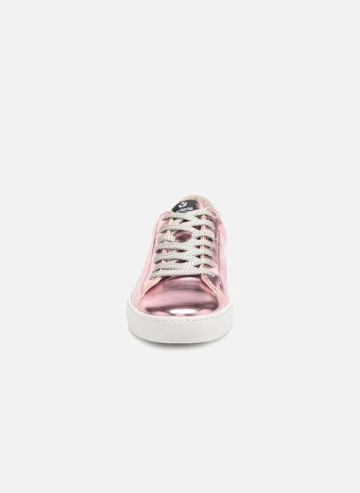 Sneakers Victoria Deportivo Metalizado Rosa modello indossato