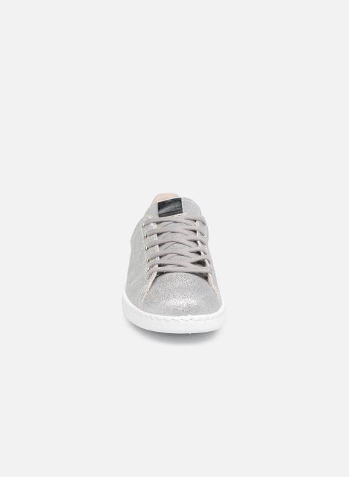 Baskets Victoria Deportivo Glitter Gris vue portées chaussures