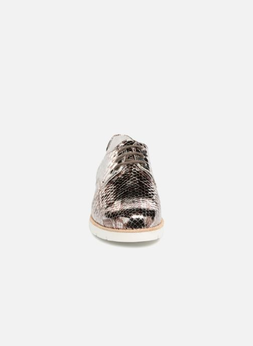 Zapatos con cordones Mephisto Aurelie Plateado vista del modelo