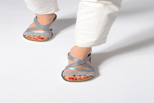 Sandales et nu-pieds Rieker Sienna V3663 Noir vue bas / vue portée sac