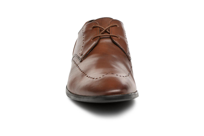 Chaussures à lacets Clarks Bampton Limit Marron vue portées chaussures