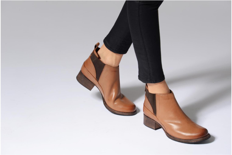 Bottines et boots Clarks Monica Pearl Gris vue bas / vue portée sac