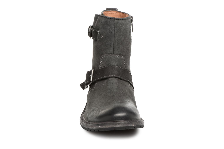 Bottines et boots Clarks Clarkdale Cash Noir vue portées chaussures