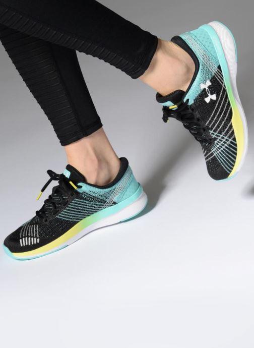 Chaussures de sport Under Armour UA W Threadborne Push TR Noir vue bas / vue portée sac