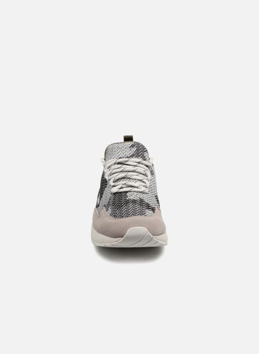 "Sneakers Diesel ""SKB"" S-KBY Grigio modello indossato"