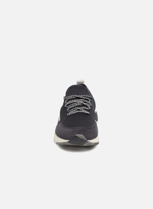"Sneakers Diesel ""SKB"" S-KBY Azzurro modello indossato"
