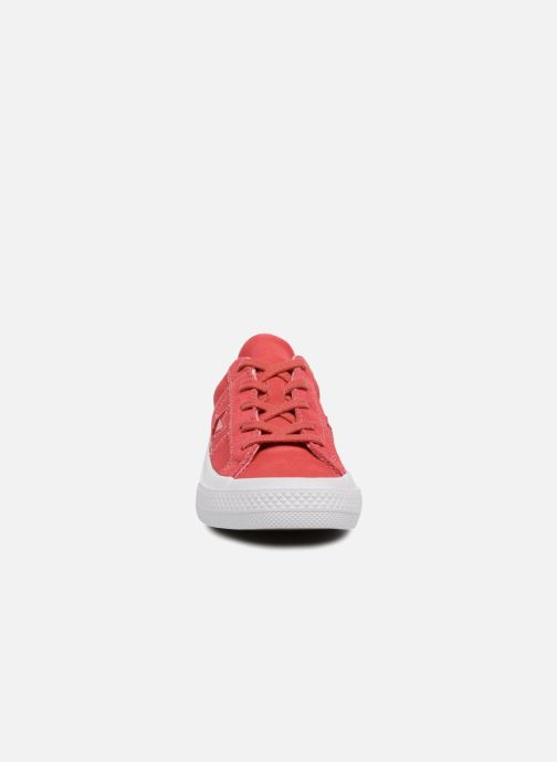 Baskets Converse One Star Ox Converse Wordmark Suede Rose vue portées chaussures