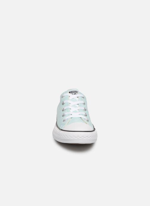 Baskets Converse Chuck Taylor All Star Ox Seasonal Color Bleu vue portées chaussures