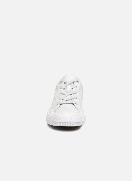 Baskets Converse One Star Ox Peached Wash Argent vue portées chaussures