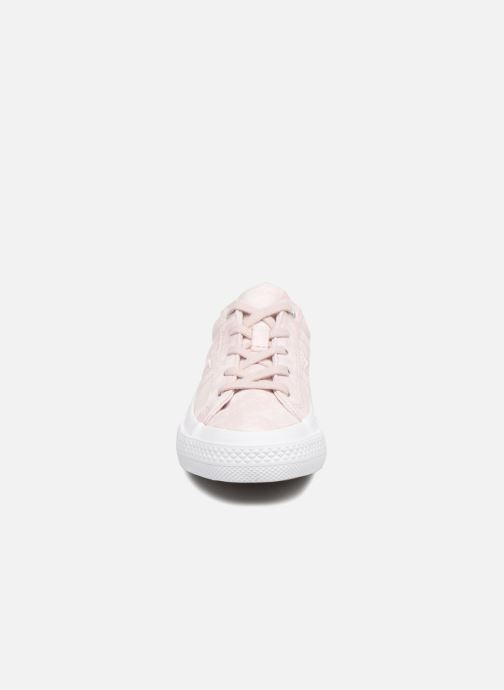Baskets Converse One Star Ox Peached Wash Rose vue portées chaussures