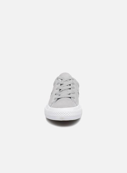 Sneaker Converse One Star Ox Molded Varsity Star grau schuhe getragen